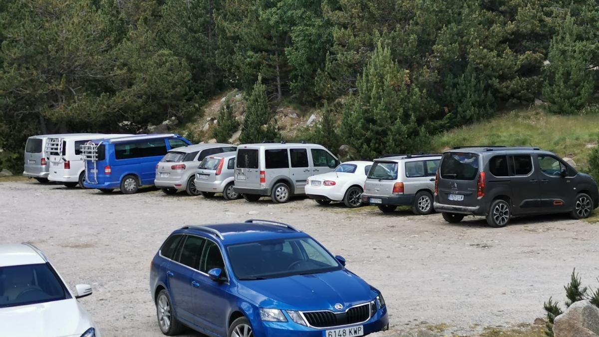 Vehicles a les pistes de l'entorn natural de Lles de Cerdanya