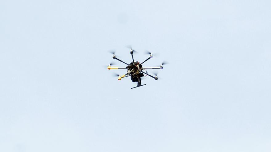 Un dron localiza a un hombre ahogado en playa de Daimús