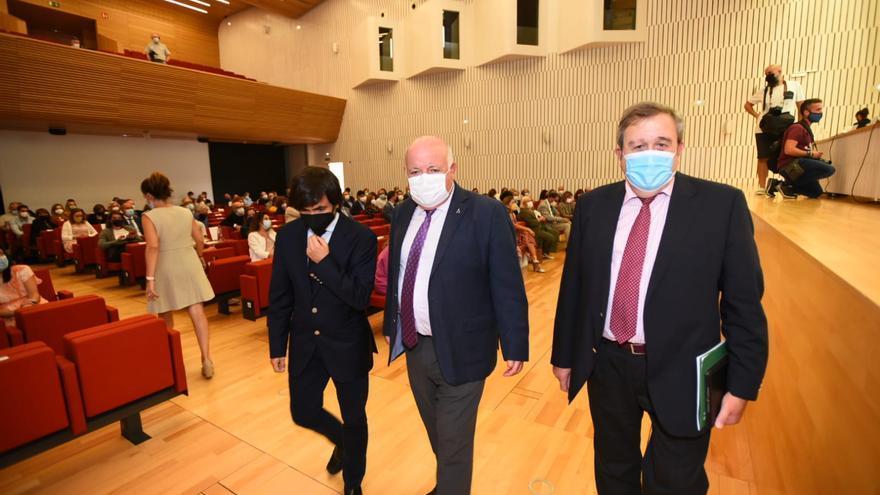 La Junta presenta la estrategia andaluza contra el cáncer, enfocada en la detección precoz