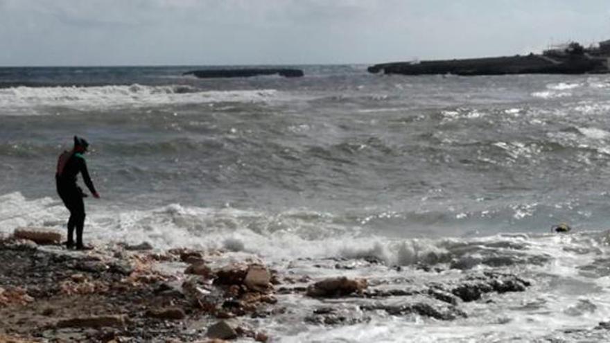 El mal tiempo impide la búsqueda de Arthur por mar