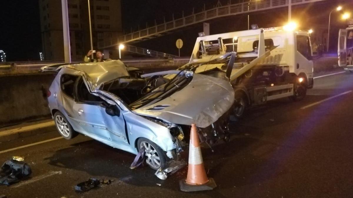 Estado en el que quedó el vehículo tras el accidente. // FdV