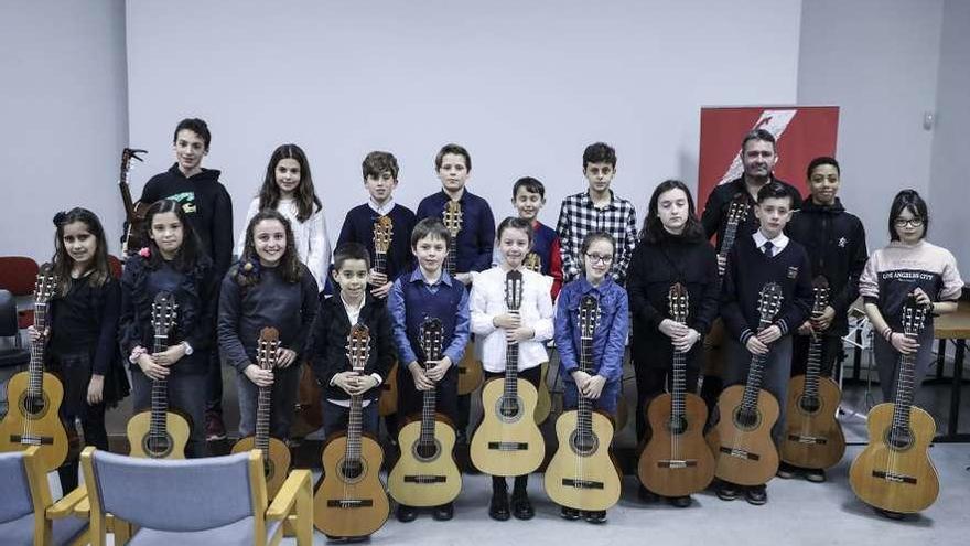 La Escuela de Música Enrique Truan triunfa con una actuación de guitarra