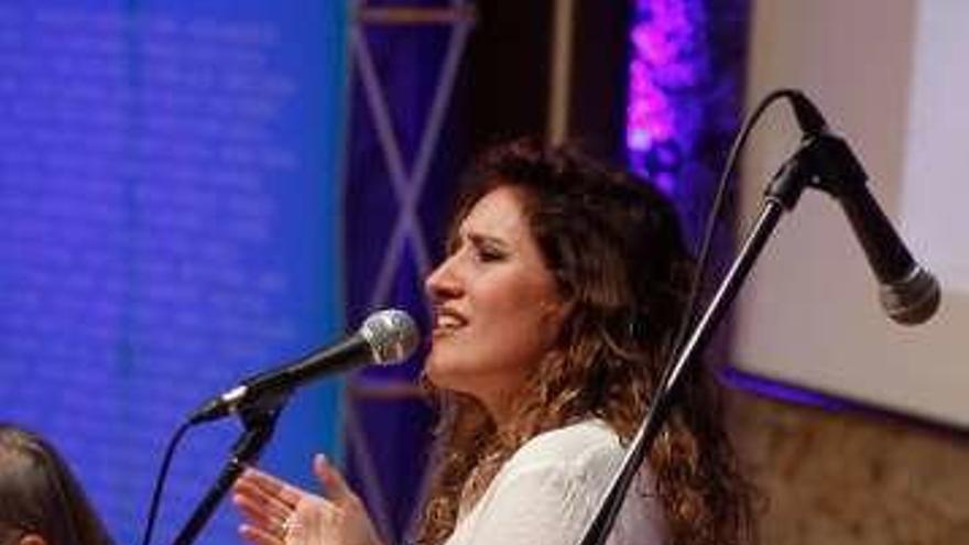 """Anabel Santiago, Silvia Quesada y """"Buen Suceso"""" cantan a Chavela Vargas"""