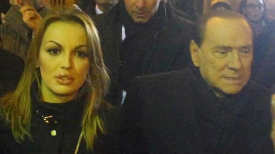 Berlusconi oficializa la ruptura con su novia de 34 años