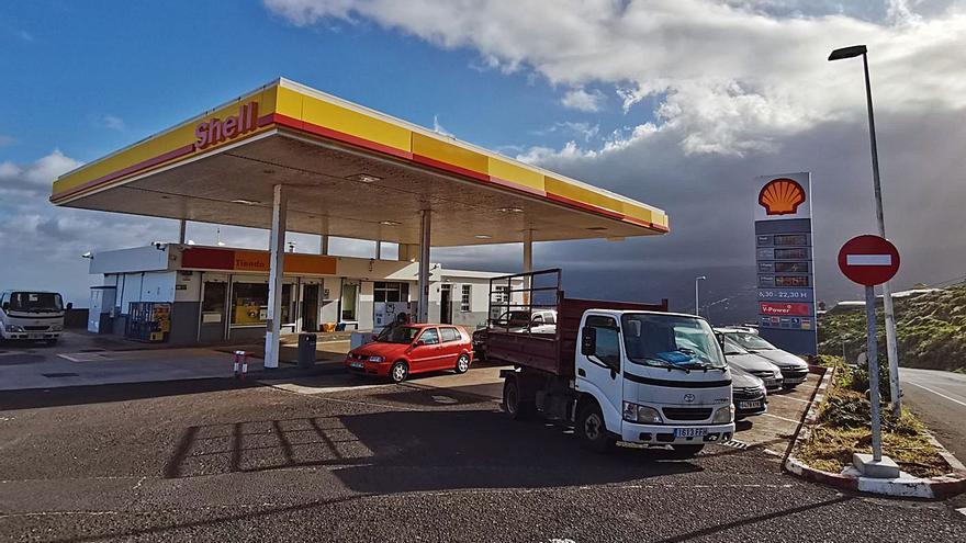 El Cabildo plantea gasolineras de  interés público para abaratar el precio