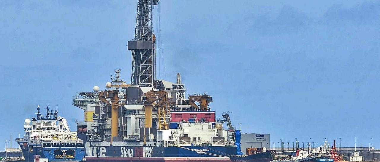 el 'drillship' 'Stena Icemax' poco después de atracar el viernes en el muelle Reina Sofía, donde será sometido a adaptaciones para su próximo contrato.