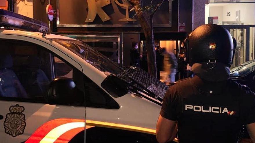 Más de 40 multas en un bar clandestino en Zaragoza