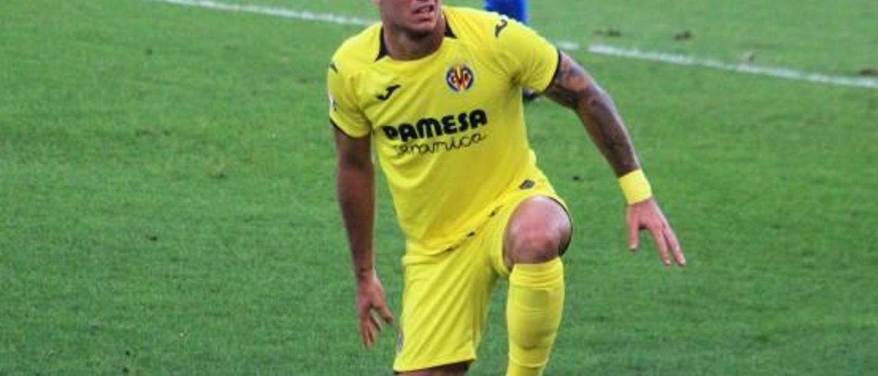 Simón Moreno lamenta una ocasión fallida en el Mini Estadi.