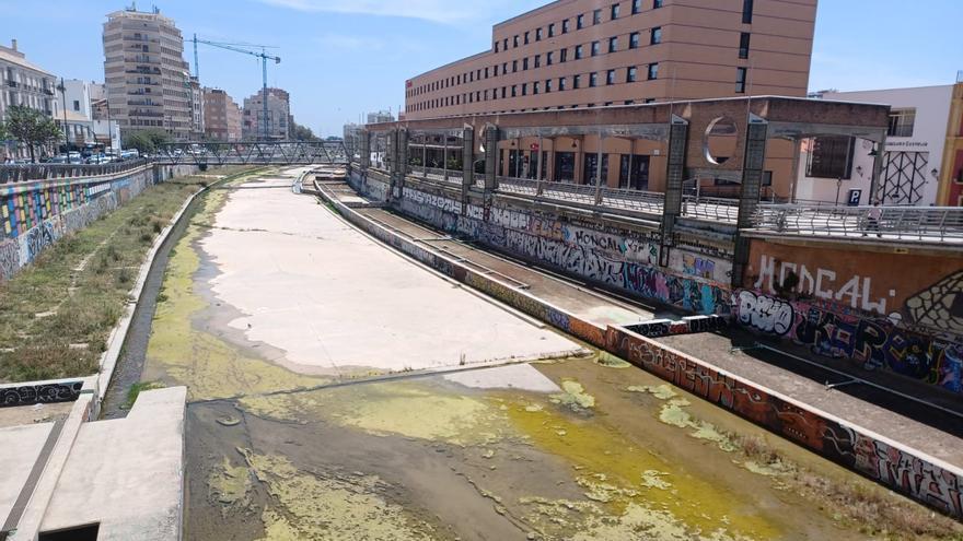 Vuelven los malos olores al río Guadalmedina