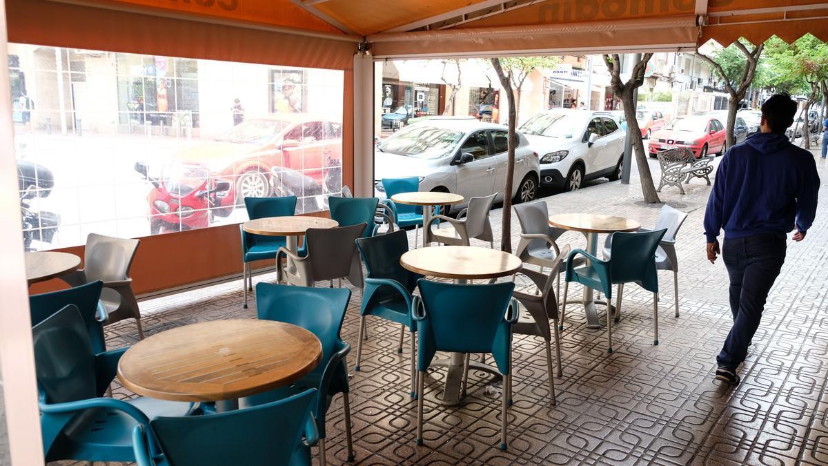 Las terrazas de los bares y cafeterías de Elda no tendrán que pagar tasa el próximo año.