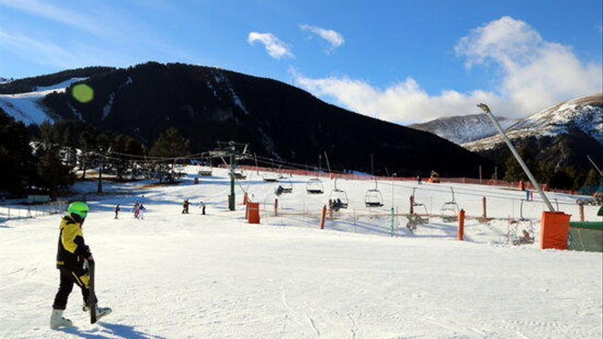 """FGC mantindrà obertes les sis estacions d'esquí  al Pirineu, tot i que amb """"el mínim servei"""""""