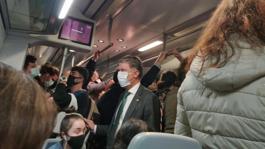 """Quejas de los usuarios de tren en Asturias por las aglomeraciones: """"Parece el Metro de Madrid"""""""