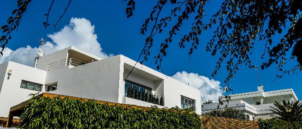 Una de las fachadas de la Casa Domínguez, construida en 1935 con el proyectode Miguel Martín, en la calle Lope de Vega.