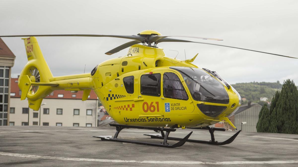 Un helicóptero del 061.