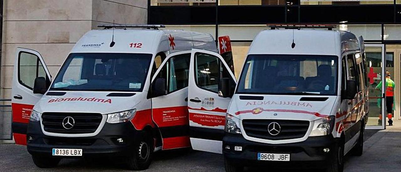 Ambulancias en el centro de Barros al comienzo de la pandemia de coronavirus. | Juan Plaza
