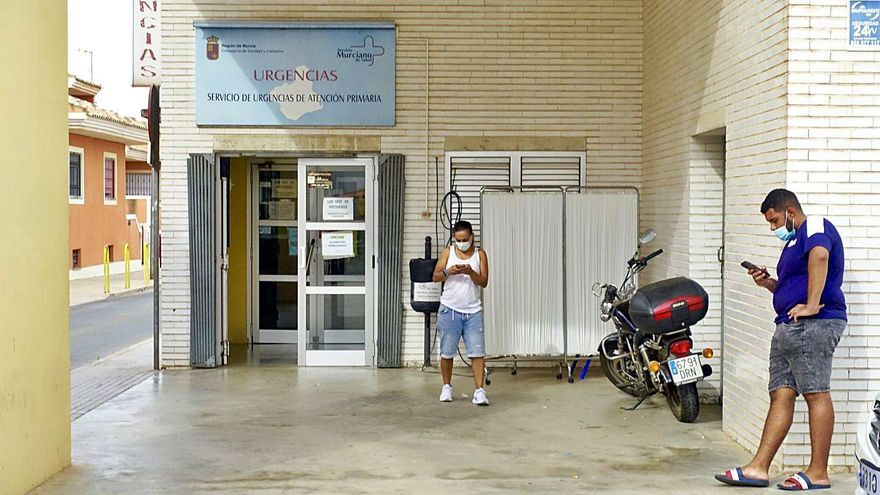 Casi un mes a la espera de una cita médica en el centro de Los Dolores