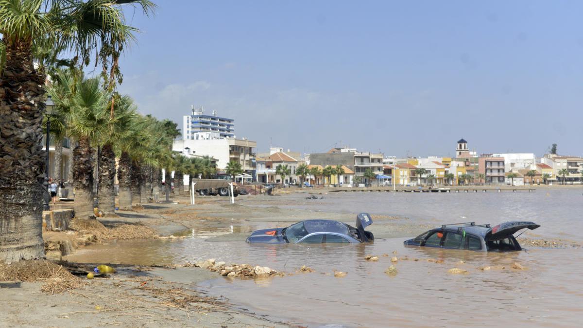 La DANA asoló la playa que hoy vuelven a disfrutar los vecinos.