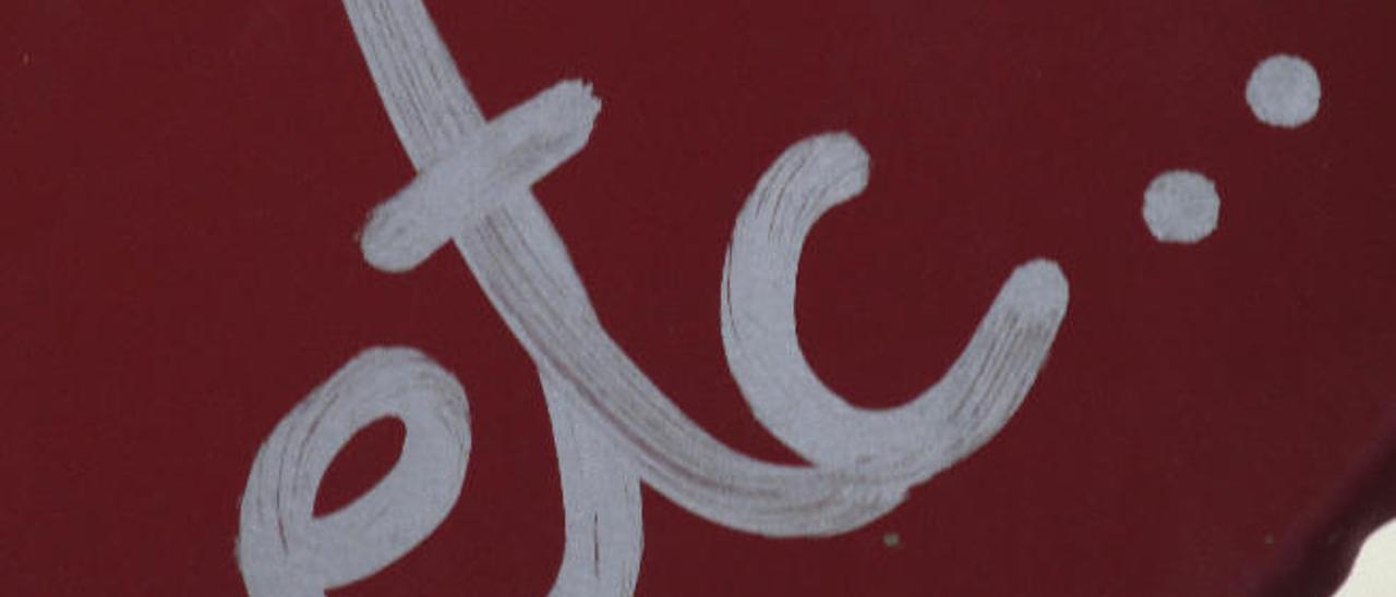 Grafiti con la palabra 'etc?' en una señal de tráfico de Las Palmas.