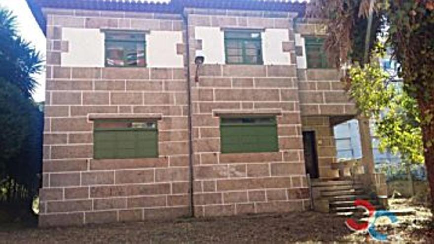 325.000 € Venta de casa en Teis (Vigo) 380 m2, 5 habitaciones, 4 baños, 855 €/m2...