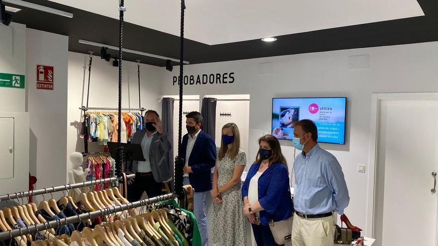 Cáritas abre en Alicante su primera tienda sostenible para favorecer la reinserción de colectivos desfavorecidos