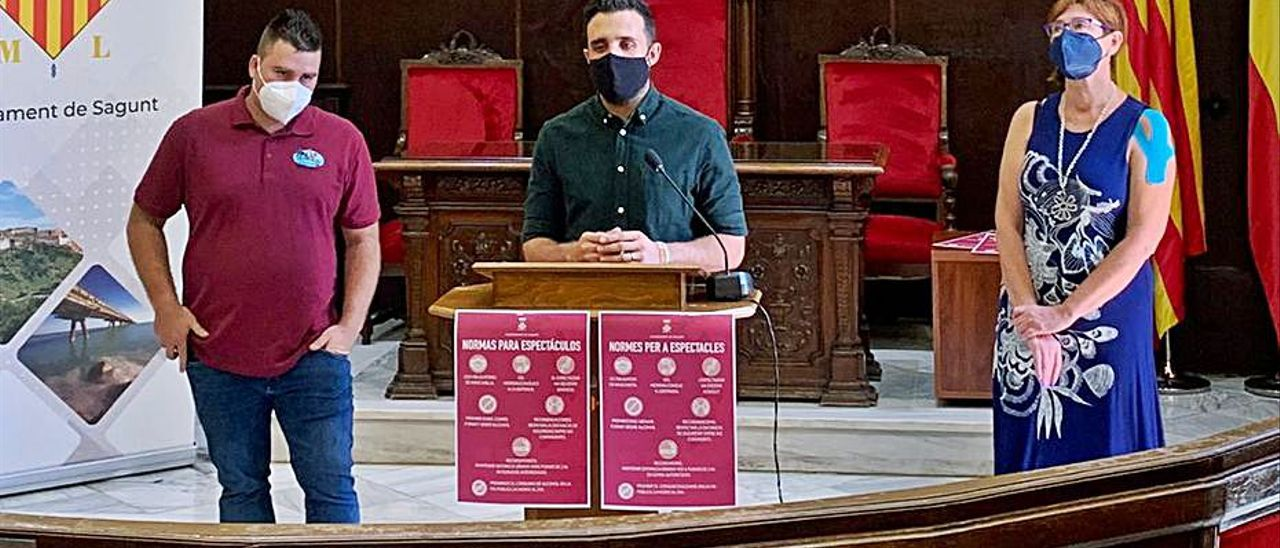 El alcalde, al hablar durante la rueda de prensa. | C.D.