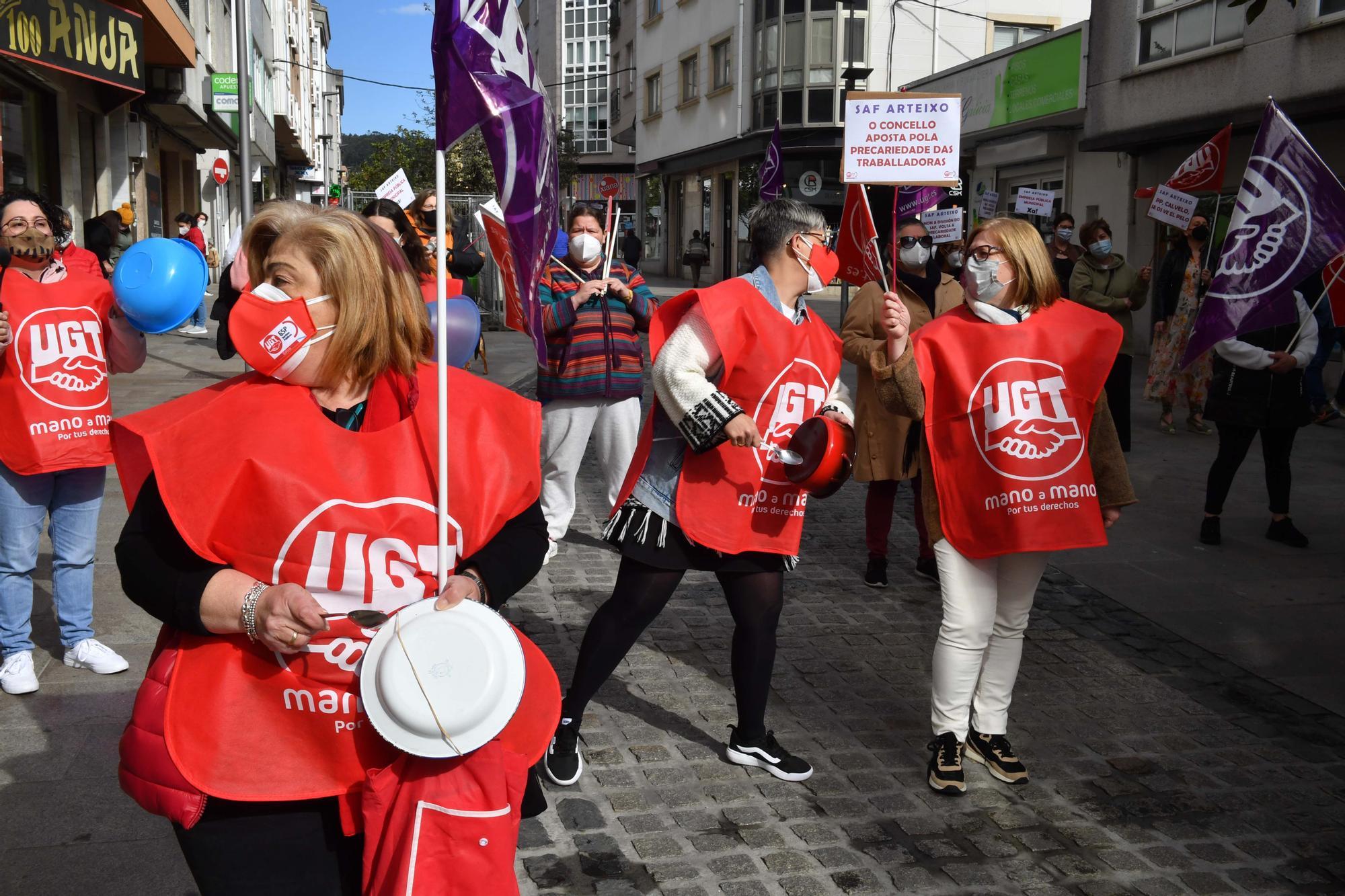 Protesta de las trabajadoras de ayuda en el hogar del Concello de Arteixo