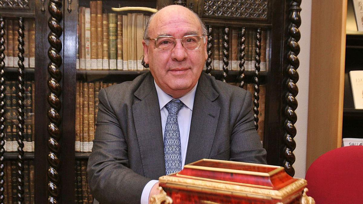 Xosé Ramón Barreiro Fernández, en 2005, tras ser reelexido presidente da RAG. |   // FRAN MARTÍNEZ