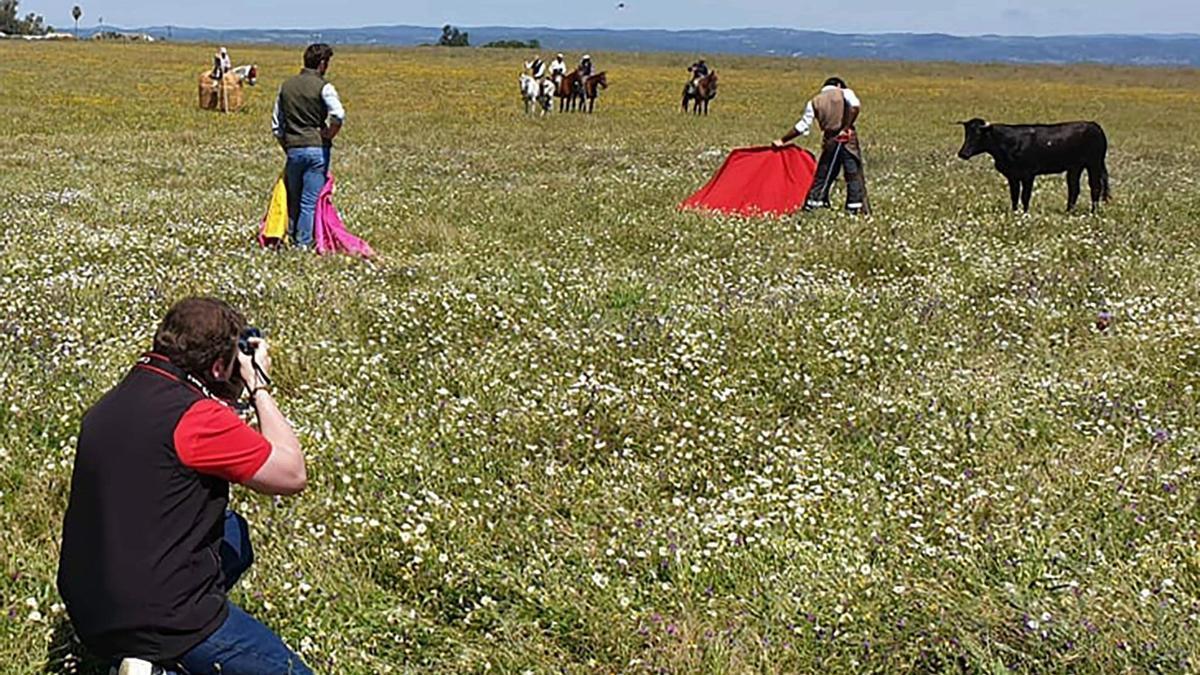 Diago haciendo fotos en la finca de los Miuras
