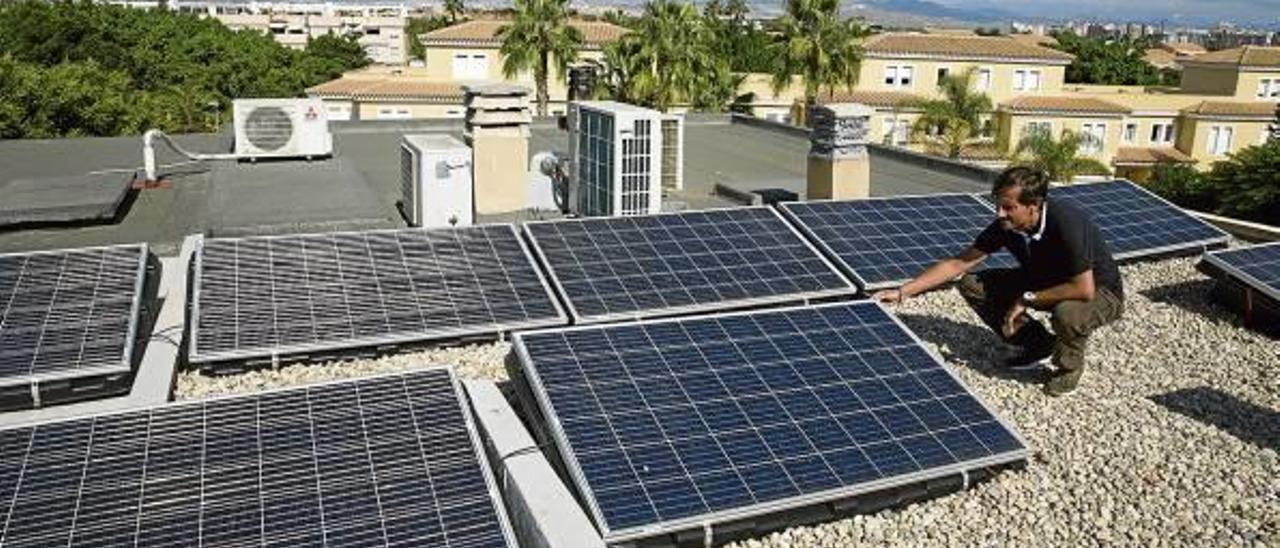 Fernando Arribas cuenta desde hace unas semanas en su vivienda con una instalación de autoconsumo por energía solar fotovoltaica.