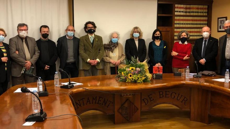 Begur homenatja Teresa Juvé en la presentació del seu darrer llibre
