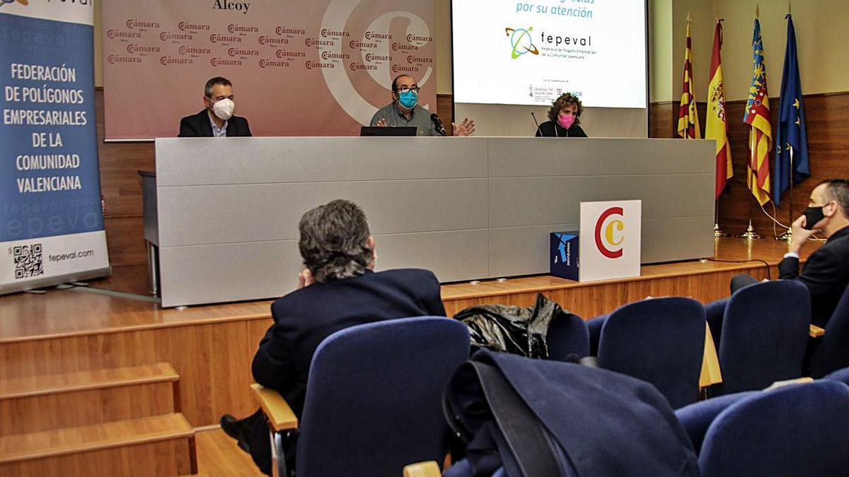 Vicente Seguí, Rafael Francés y Julia Company explicando el proyecto de Cotes Baixes. |