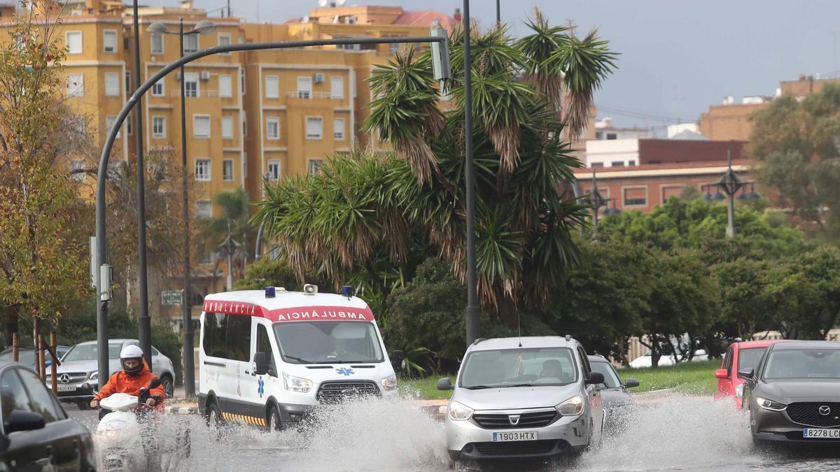 Las lluvias han afectado al sistema de semáforos de la ciudad.