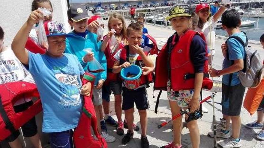 Vuelven al puerto candasín los cursos de pesca para niños de hasta 12 años