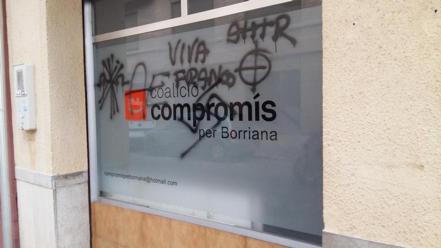 """La sede de Compromís en Borriana sufre un ataque con pintadas """"fascistas"""""""