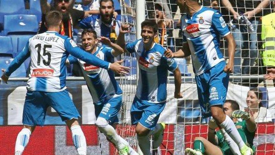 L'Espanyol recupera la il·lusió amb una solvent victòria davant l'Alabès