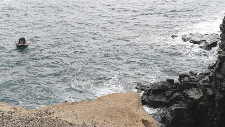 Rescate de un cuerpo hallado en el mar a la altura de La Laja