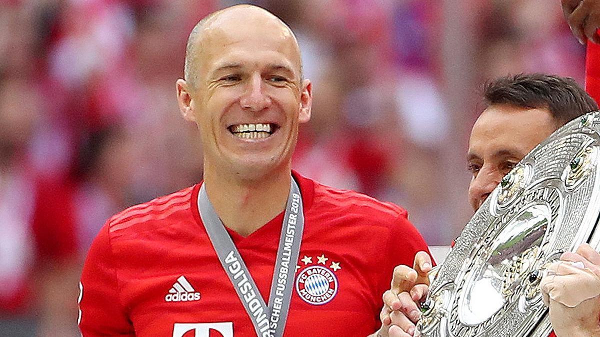 Arjen Robben celebrates a Bundesliga with Bayern.