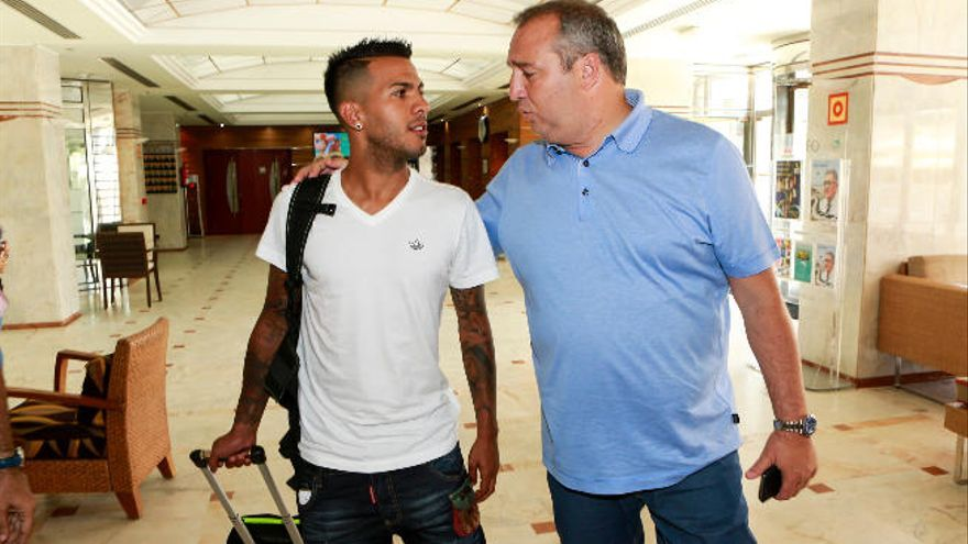 """La UD pide """"calma"""" a Viera, con ofertas de 12 'kilos' de la Premier League"""