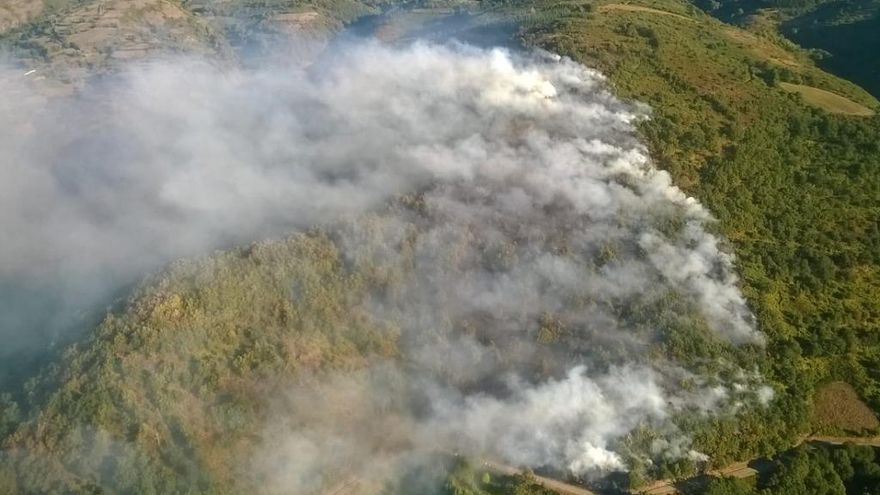 La lucha contra el fuego suma un nuevo frente en Pedrafita do Cebreiro