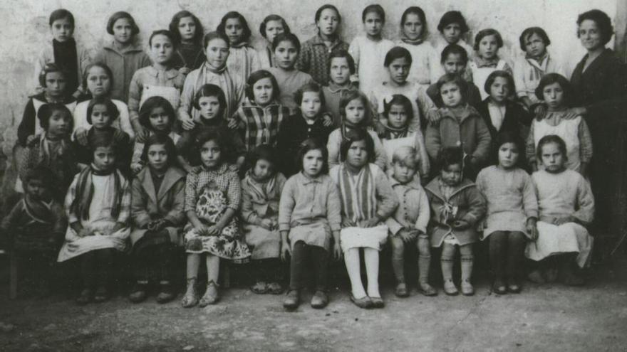 Proyectan un documental sobre la maestra de Pina del Montalgrao Paquita Sanchis