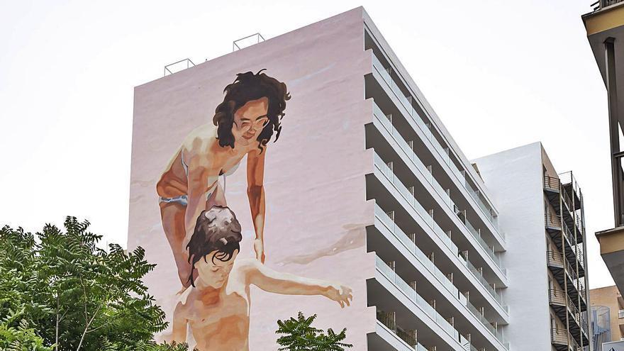Joan Aguiló pinta el mural más grande de Mallorca