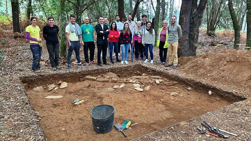 Inician trabajos arqueológicos en el monte San Paio de Merza