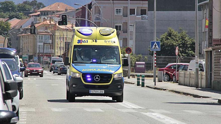 La base de Cangas sigue sin sistema de desinfección de la ambulancia y los técnicos recurren al alcalde