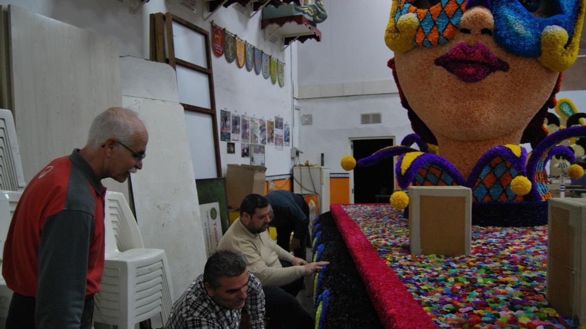 La Cabalgata del Ninot de Burriana llenará este sábado las calles de color y sátira