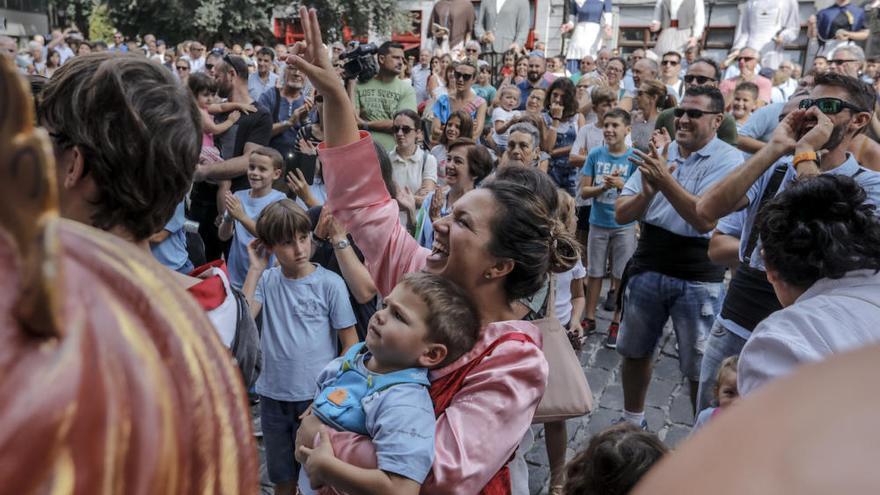 Treffen der Gegants: Mallorca lässt die Riesenpuppen tanzen