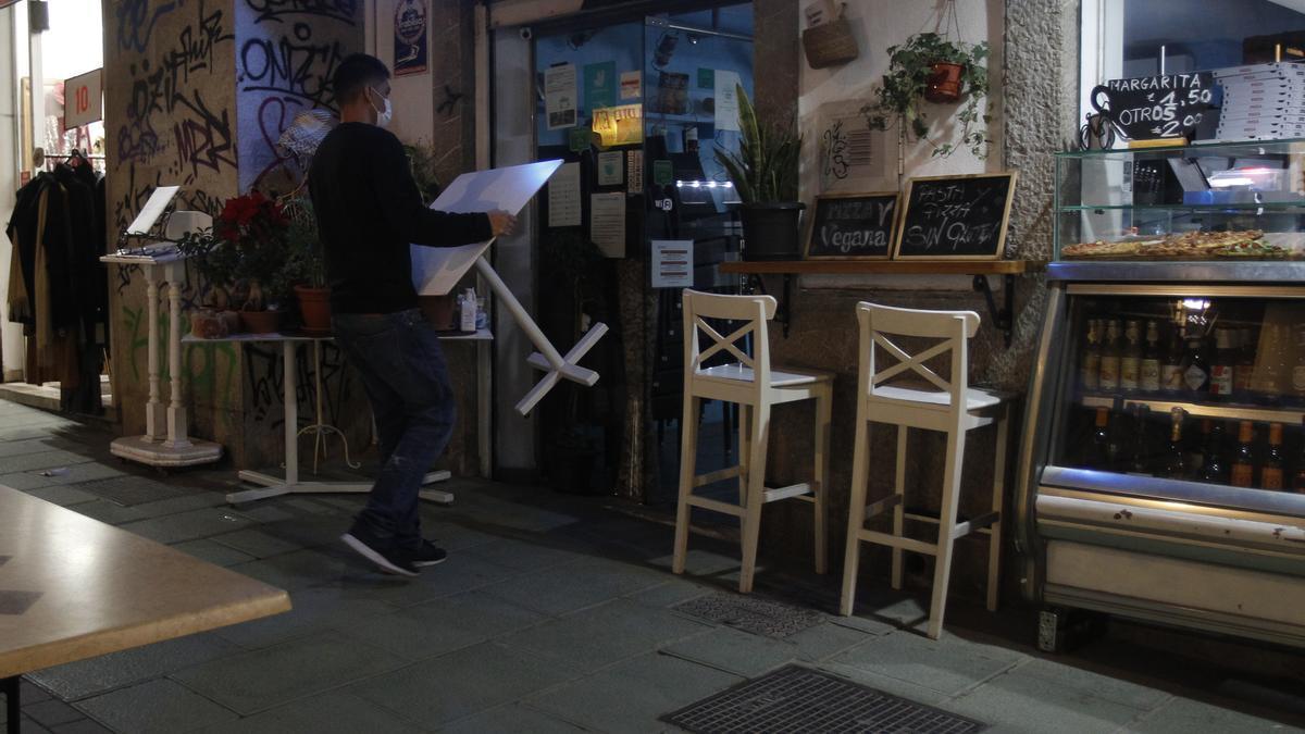 El Gobierno reduce la ocupación de  mesas en el interior de restaurantes