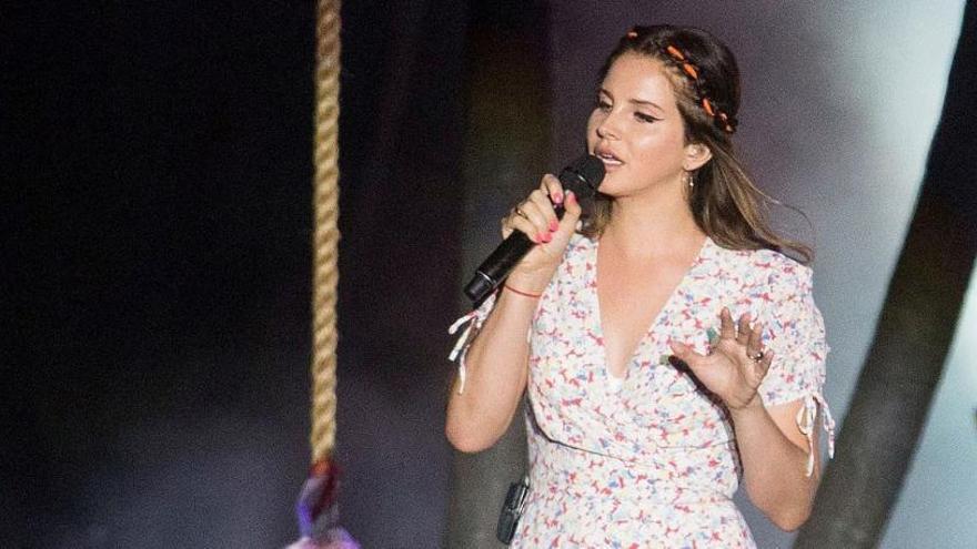 """Lana del Rey cancela su gira en Europa tras """"perder la voz"""""""
