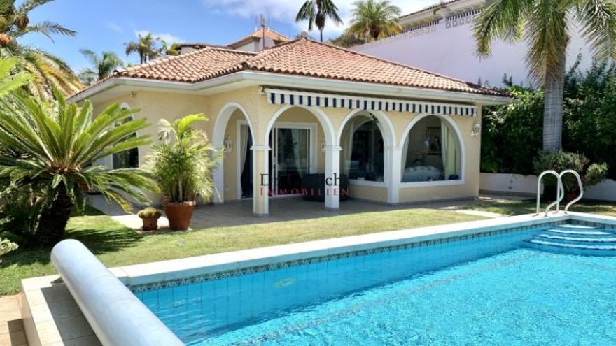 Se vende casa en Tenerife con BMW automático incluido en el precio