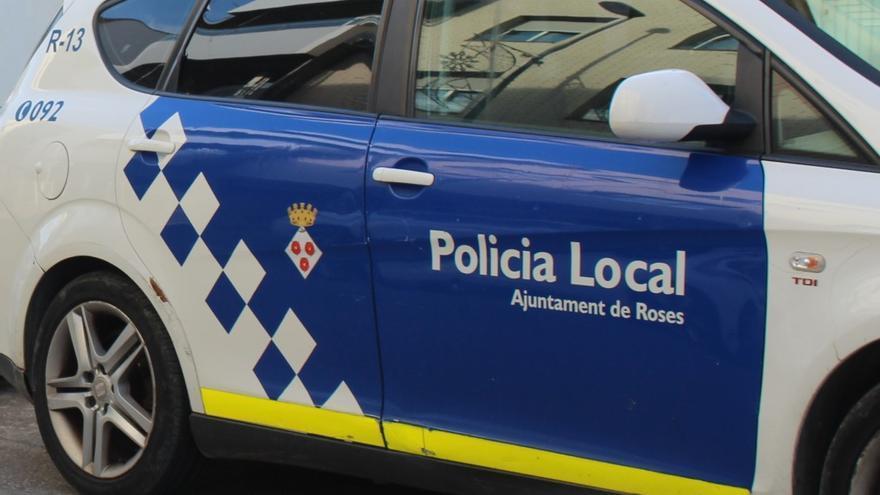 Policia Local i cambrers de Roses eviten dos ofegaments a la platja de Santa Margarida