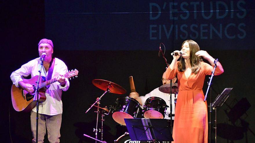 Música y 'clowns' en las 'Nits Amples' de Sant Antoni